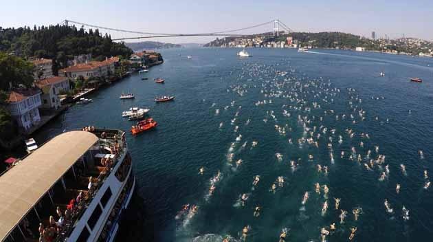 Binlerce Sporcu İstanbul Boğazı'nda Yüzmek İçin Mücadele Etti